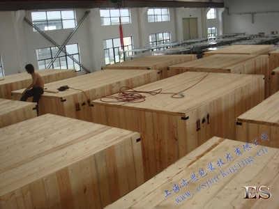 木箱组装现场